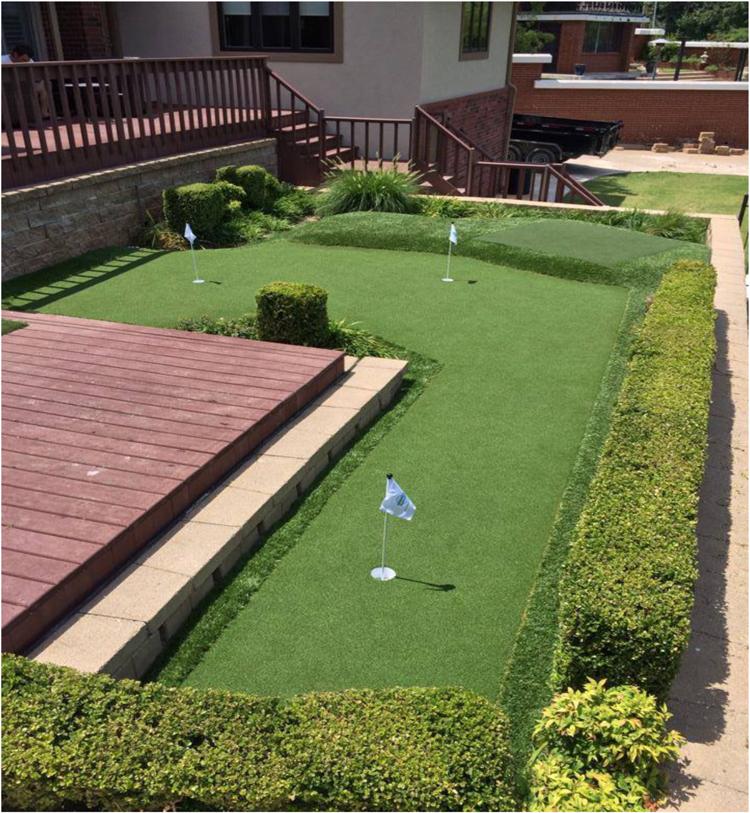 Check Out The Trendy Artificial Grass Decks