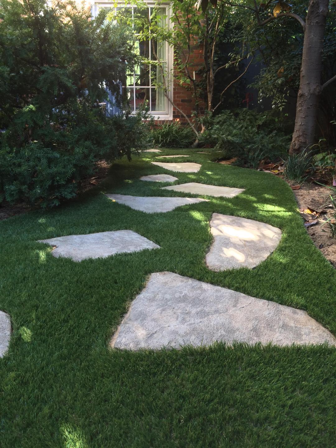 Utilize a Fake Grass Yard for your Outdoor Remodel